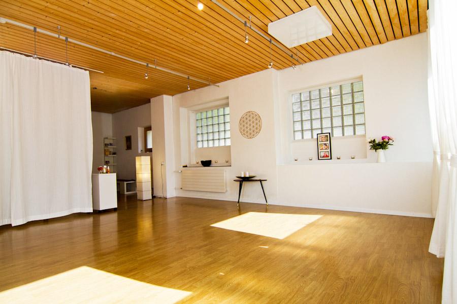 Raum-im-Hinterdorf-Engelberg-Switzerland-Yoga-Massage-Cantienica-STUDIO